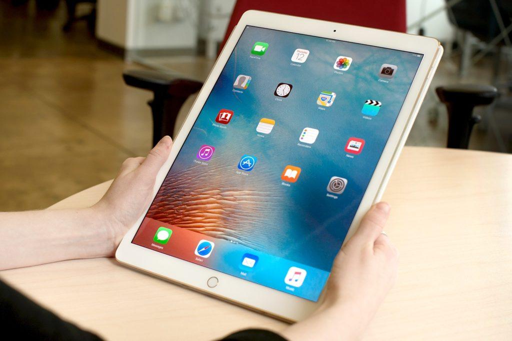 """L'iPad compie 10 anni: il dispositivo """"magico"""" che ha cambiato le nostre vite"""